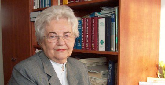Gratulujeme k životnému jubileu, pani docentka Szücsová