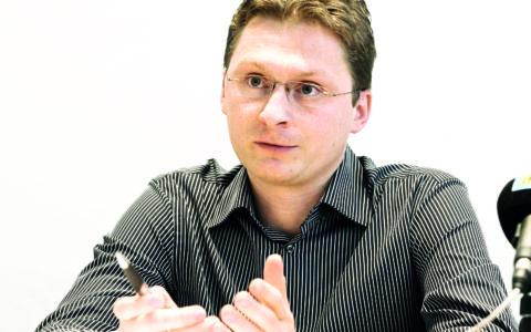 """MUDr. Peter Visolajský: """"Lekárnici by mali mať možnosť viac ovplyvňovať liečbu pacienta"""""""