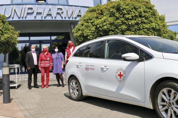 UNIPHARMA poskytla Červenému krížu ochranné rúška